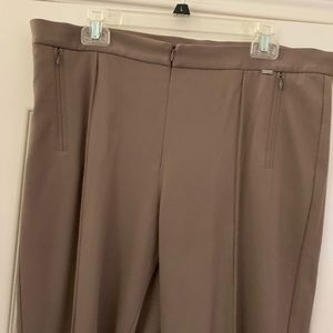 St John knit slacks in perfect condition.
